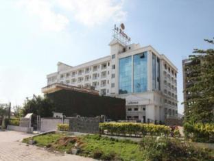 Le Royale Hotel