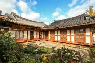 /bg-bg/bukyungdang-hanok-guesthouse/hotel/jeonju-si-kr.html?asq=jGXBHFvRg5Z51Emf%2fbXG4w%3d%3d