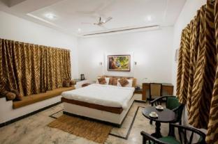 /bg-bg/grand-tiger-resort/hotel/kanha-in.html?asq=jGXBHFvRg5Z51Emf%2fbXG4w%3d%3d