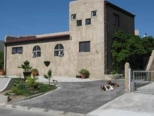 /ar-ae/villa-ocean-crest-guesthouse-and-b-b/hotel/gansbaai-za.html?asq=jGXBHFvRg5Z51Emf%2fbXG4w%3d%3d