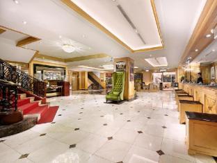 فندق كوزموز، تايبي