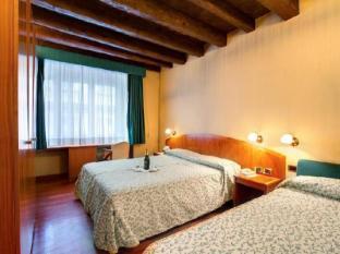 Corot Hotel
