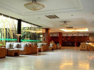 โรงแรมถ่างลอย