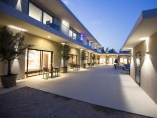 /ar-ae/seventeen-hotel/hotel/le-bar-sur-loup-fr.html?asq=jGXBHFvRg5Z51Emf%2fbXG4w%3d%3d