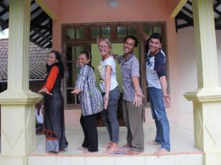 /ar-ae/kampung-osing-inn/hotel/banyuwangi-id.html?asq=jGXBHFvRg5Z51Emf%2fbXG4w%3d%3d