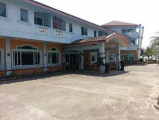 /bg-bg/north-shores-inn/hotel/currimao-ph.html?asq=jGXBHFvRg5Z51Emf%2fbXG4w%3d%3d
