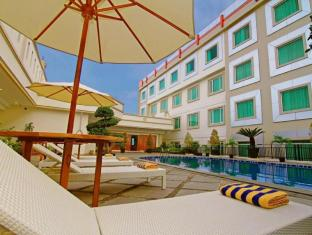 /da-dk/rocky-plaza-hotel-padang/hotel/padang-id.html?asq=jGXBHFvRg5Z51Emf%2fbXG4w%3d%3d