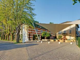 /en-sg/cdh-hotel-villa-ducale/hotel/parma-it.html?asq=jGXBHFvRg5Z51Emf%2fbXG4w%3d%3d