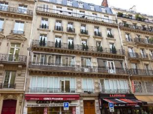 Rue du Louvre Paris