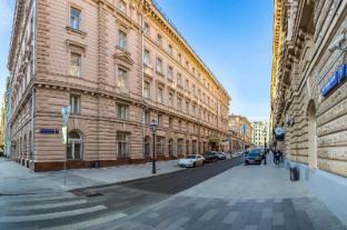 /budapest-hotel/hotel/moscow-ru.html?asq=jGXBHFvRg5Z51Emf%2fbXG4w%3d%3d