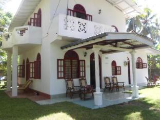 /da-dk/raveena-home-stay/hotel/hikkaduwa-lk.html?asq=jGXBHFvRg5Z51Emf%2fbXG4w%3d%3d