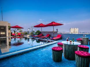 Diamond Palace Resort and Sky Bar