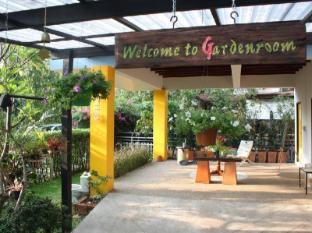 Gardenroom Hostel